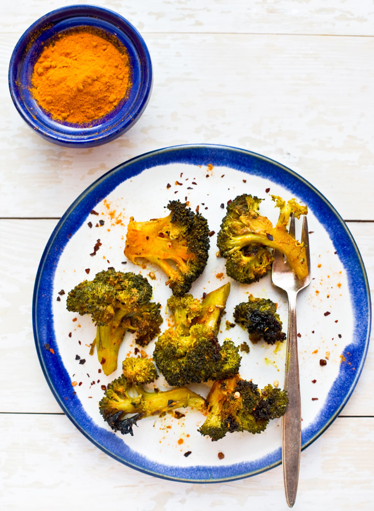 Roasted-Broccoli-in-turmeric-with-chili-flakes_2_pt